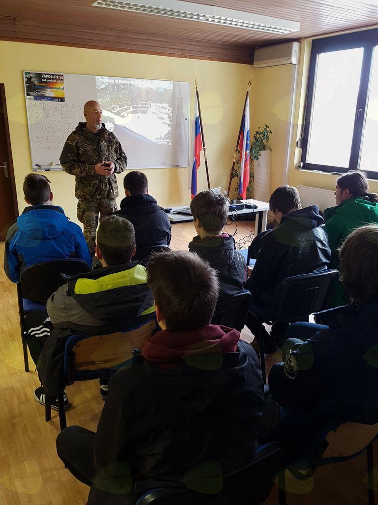 Slovenska vojska je danes v Kobaridu izvedla seznanitev vojaških nabornikov.