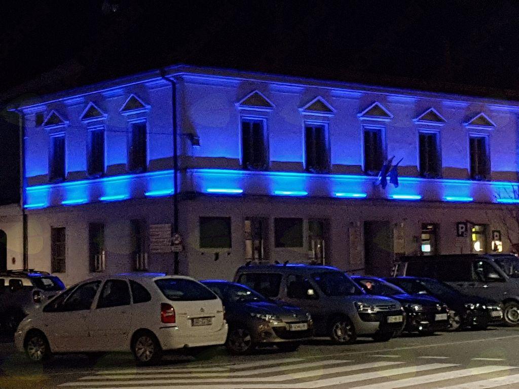 Kobarid zasvetil v modrem