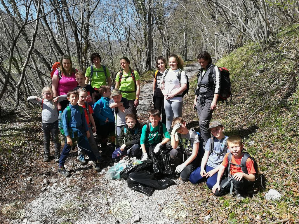 Čistilne akcije so se udeležili tudi mladi planinci.