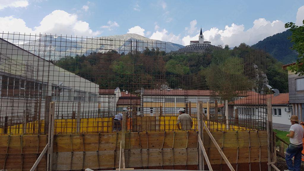 Izgradnja centra za mikrodaljinsko ogrevanje na lesno biomaso v Kobaridu