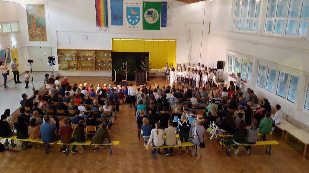 Župan je v šolske klopi pospremil 54 prvošolčkov