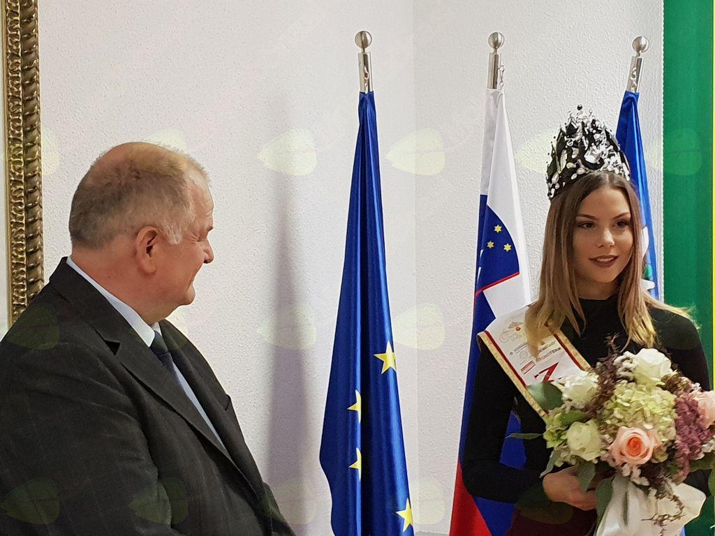 Vidno srečna Lara Kalanj. Foto: Nataša H. Ivančič