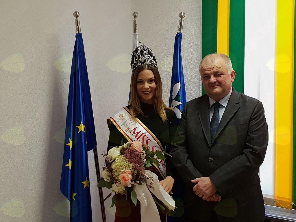 Miss Slovenije na uradnem sprejemu pri županu Občine Kobarid. Foto: Nataša H. Ivančič