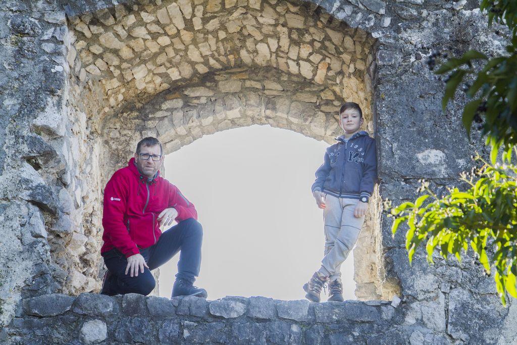 Izlet družin na Stari grad in ogled jaslic v Vipavi in Gradišču