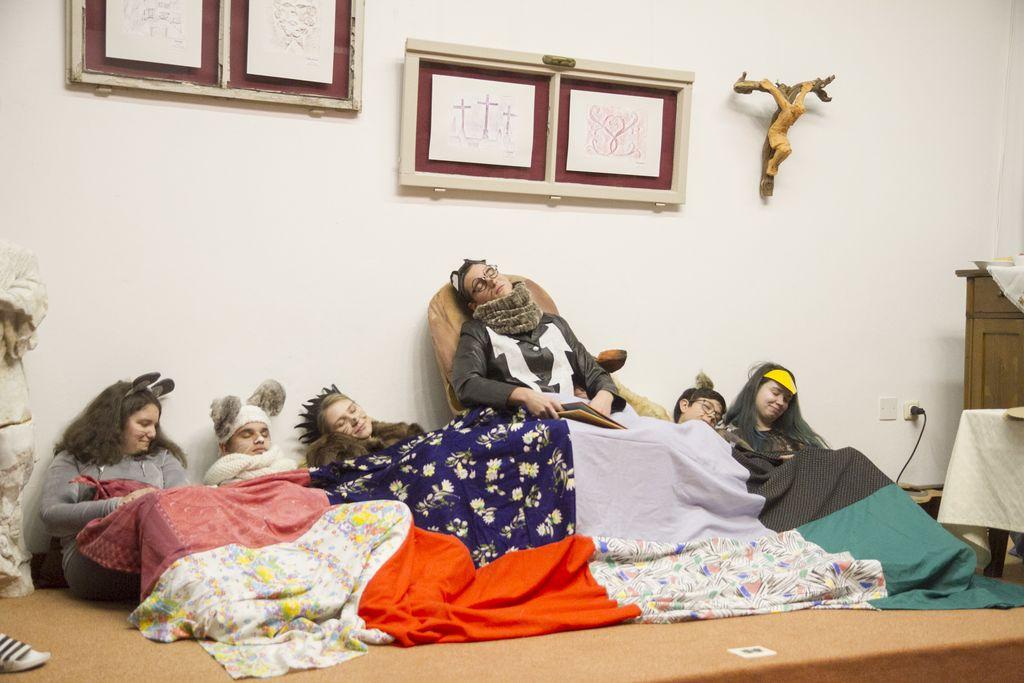 Sveti Miklavž med otroki in družinami na Mirenskem Gradu