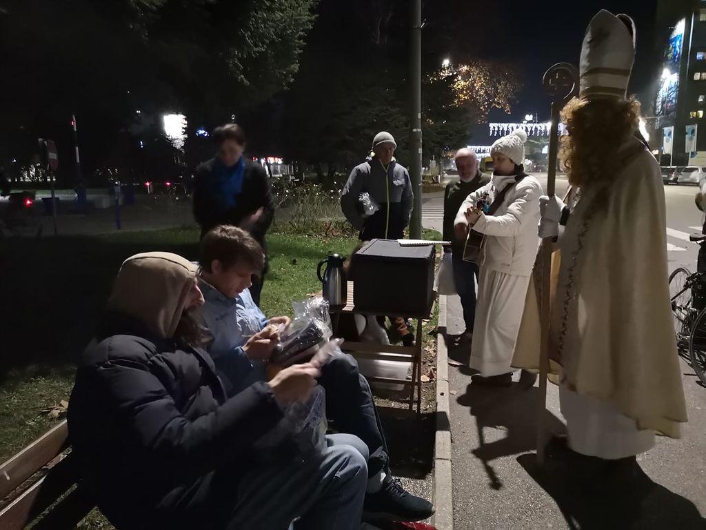 Miklavževanje pri brezdomcih v Novi Gorici