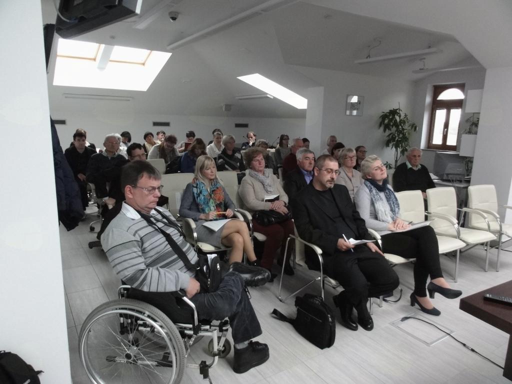 Kako bomo poskrbeli za dolgotrajno oskrbo starejših in invalidov
