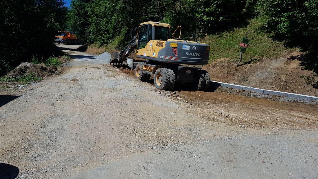 Rekonstrukcija javne poti na Ropasiji