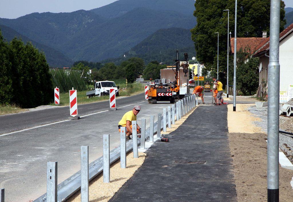 Izgradnja hodnika za pešce in cestne razsvetljave v Prekopi