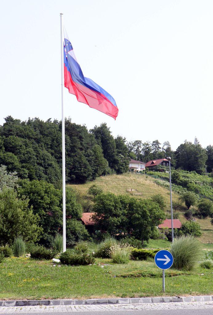 V krožišču v Čepljah zaplapolala slovenska zastava