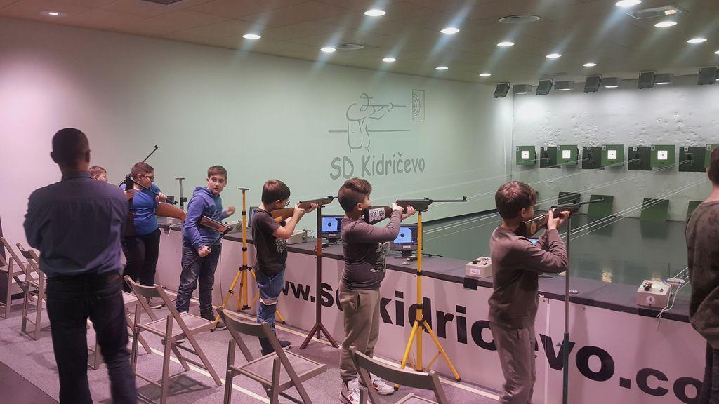 Alex Kaučevič medobčinski šolski prvak v streljanju z zračno puško