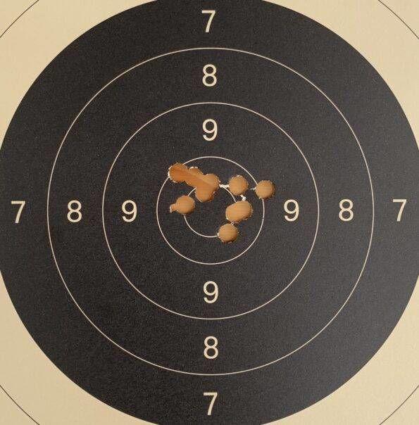 Tarča Bojan Jelen, 100 krogov, prva serija revolver.