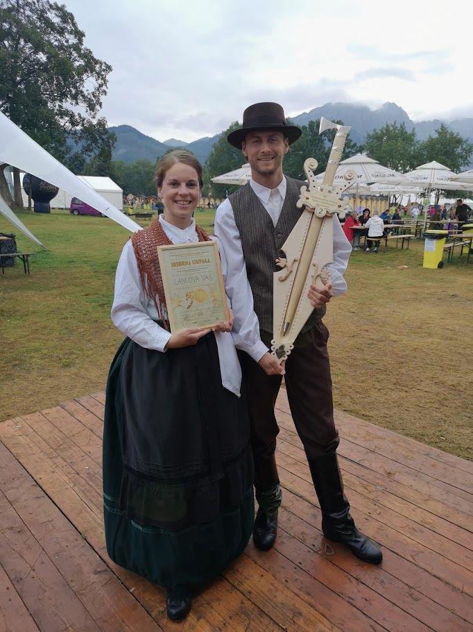 Nagrada za osvojeno 2. mesto - srebrna sekira na 50. mednarodnem folklornem festivalu v Zakopanah, Poljska