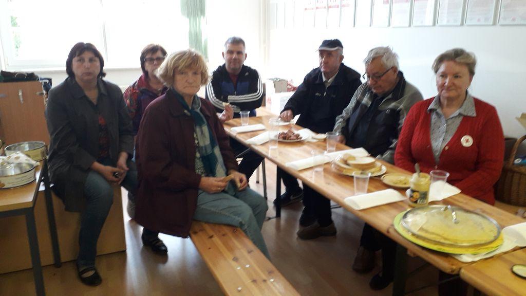 Sekretarka OZ RK Ptuj, ga. Marjana Cafuta, je pri nas zaključila obiske Drobtinic po vseh stojnicah na svojem terenu
