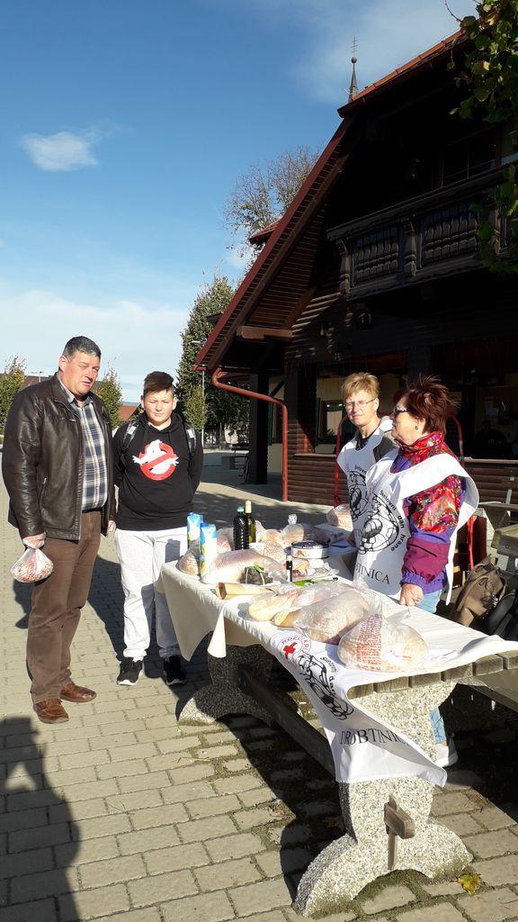 Župan, g. Anton Leskovar, je opravil obisk in dobrodelni nakup