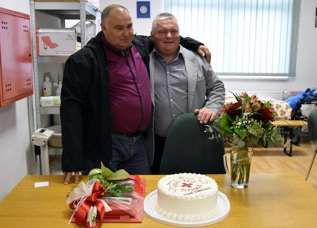 Slika z Martinom Golenkom, predsednikom Komisije za krvodajalstvo OZRK Ptuj in KO RK Cirkovce