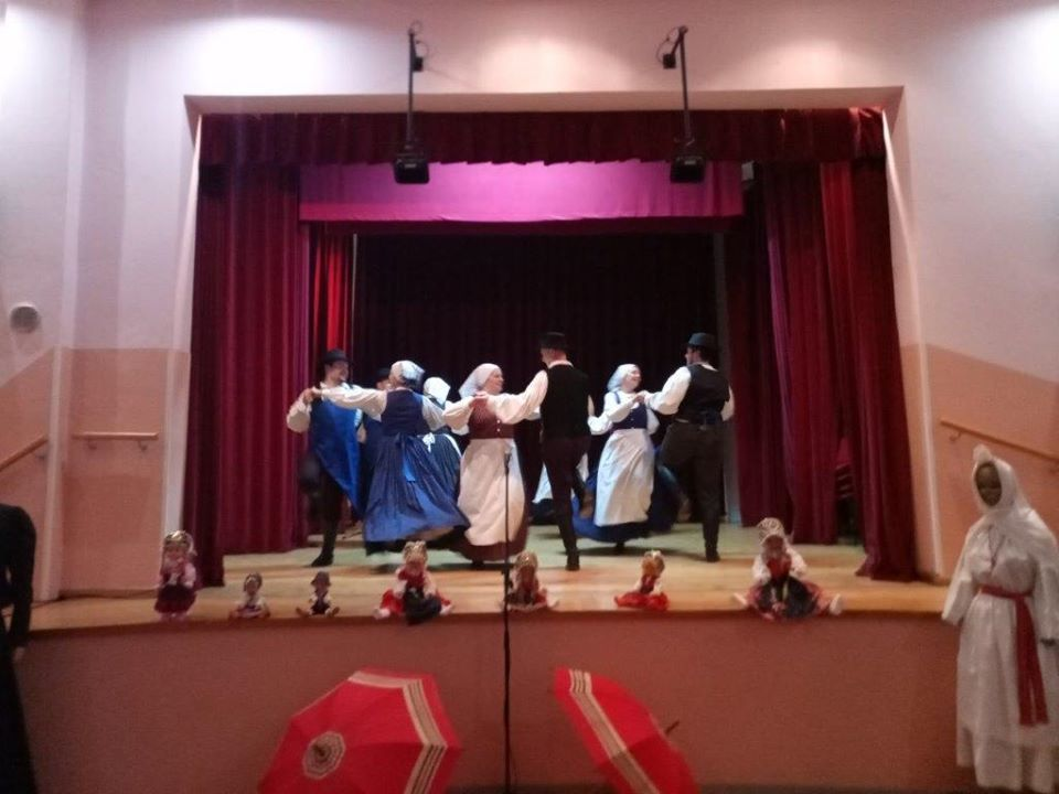 Noše in plesi v Boštanju