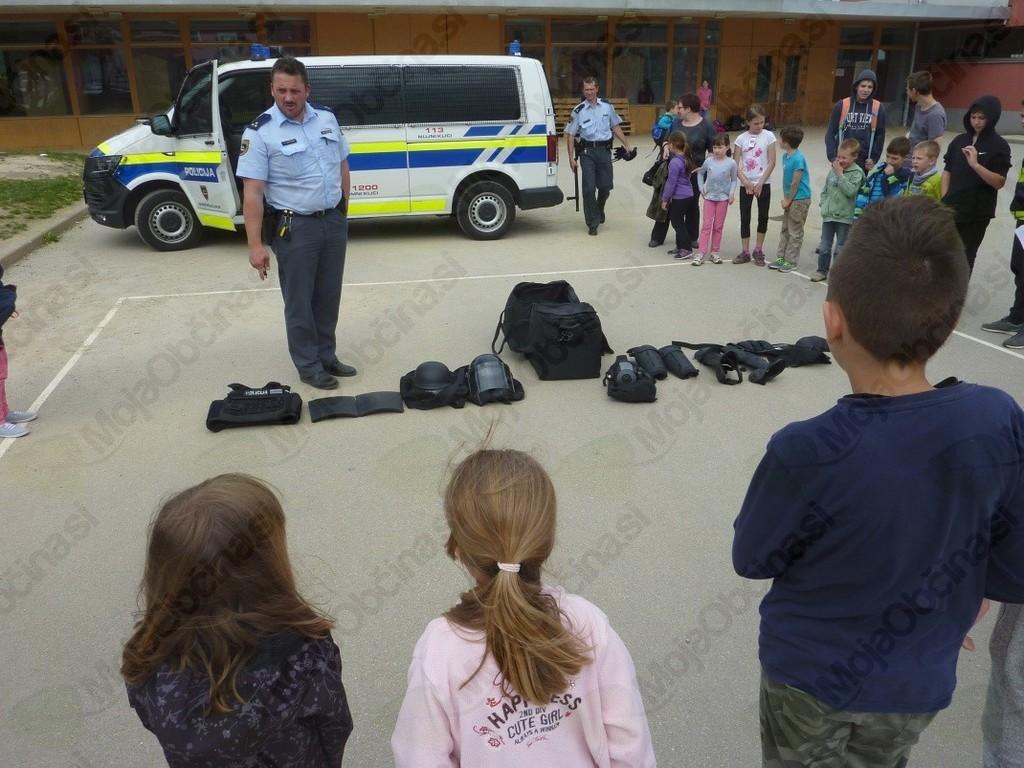 Obisk policistov v oddelku za podaljšano bivanje