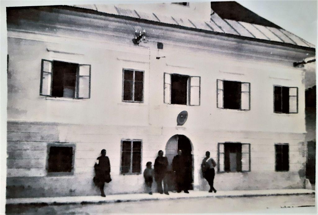 Karabinjerska postaja v nekdanji gostilni Huber