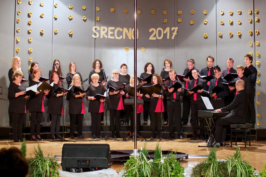 Mešani pevski zbor Forte pod vodstvom Tomaža Marčiča (foto: M. Jambriško)