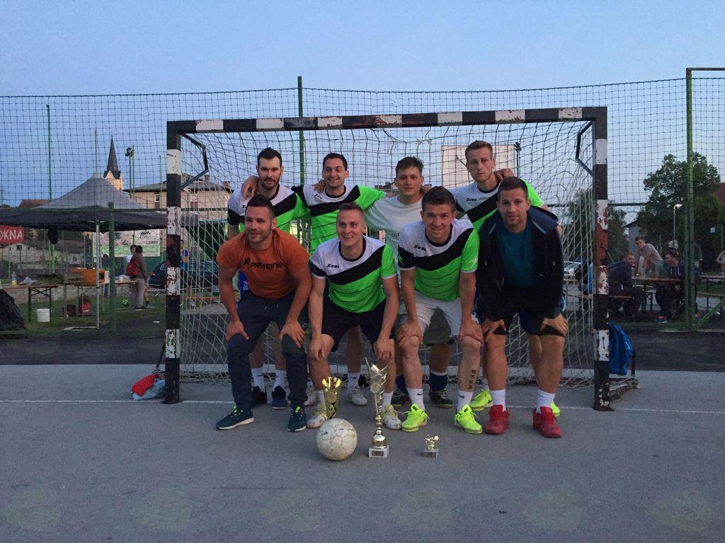 Na turnirju so sodelovale ekipe iz bližnje in daljne okolice.