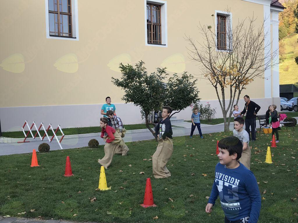 Druženje učencev, učiteljev in staršev (foto: Maja Lugarič)