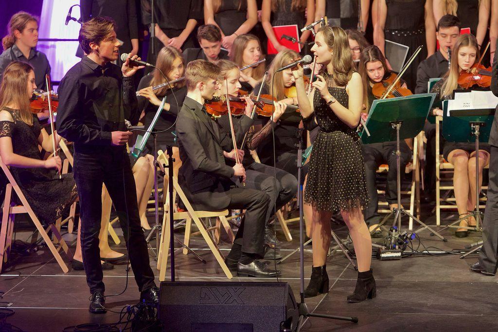 Solista Mešanega mladinskega pevskega zbora I. gimnazije v Celju