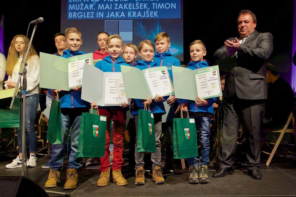 Ekipa (Jakob, Mai, Timon in Jaka) smučarjev skakalcev iz Smučarskega društva Vizore
