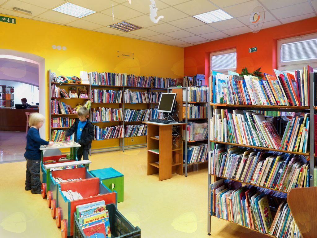 V vojniški knjižnici je vedno manj prostora za izvajanje redne dejavnosti.