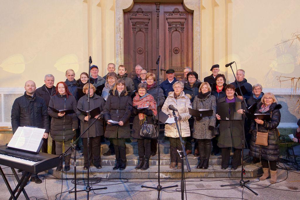 Mešani cerkveni pevski zbor sv. Jerneja Vojnik na odprtju Božičnega Vojnika