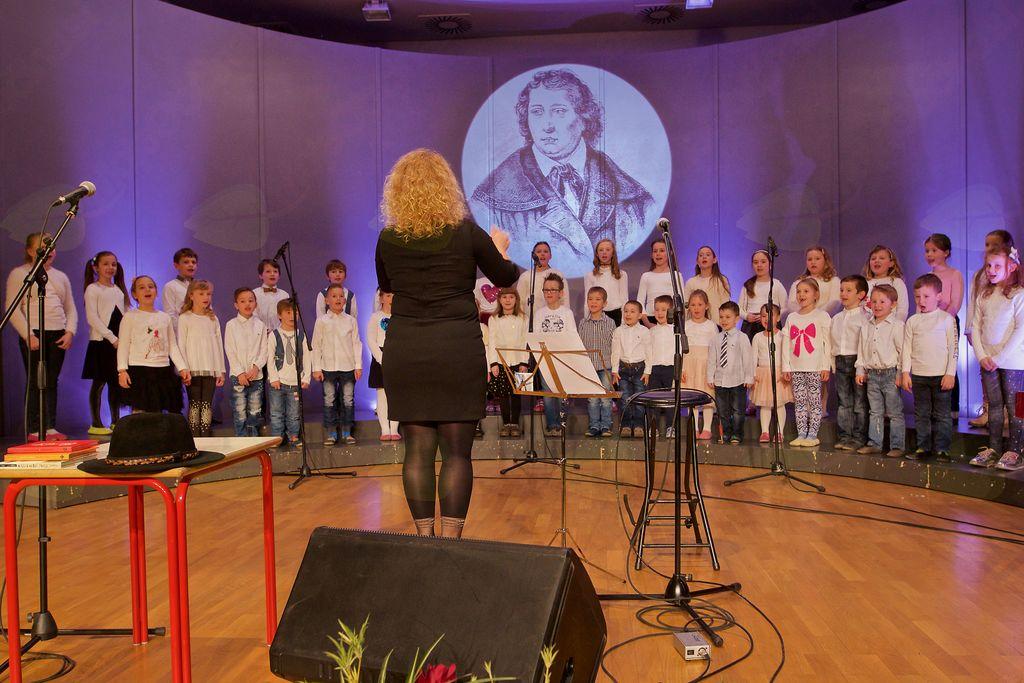 Nastopil je Otroški pevski zbor POŠ Nova Cerkev.