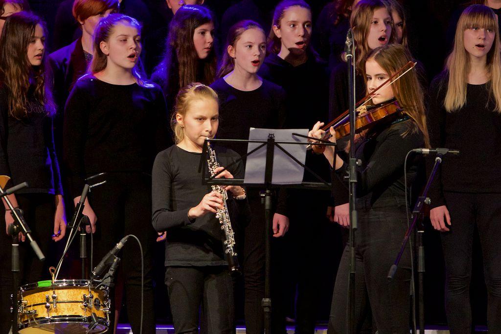 Mladi umetnici - Monika Petek, violina ter Ina Jovan, oboa