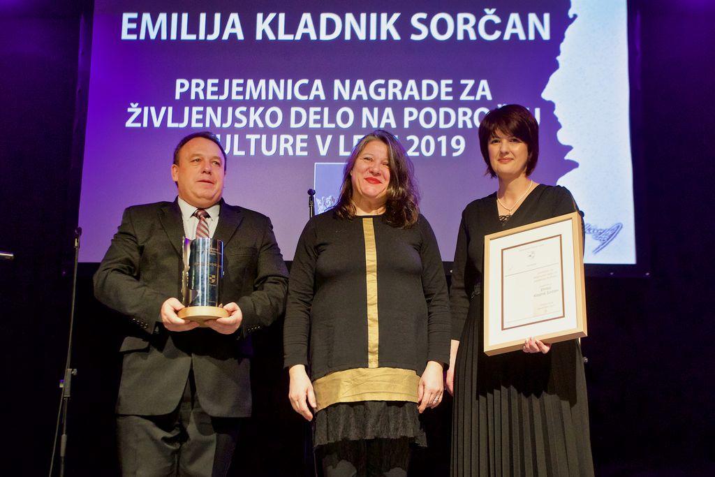 Nagrajenka z županom Brankom Petretom in predsednico Sveta KS Vojnik Lidijo Eler Jazbinšek