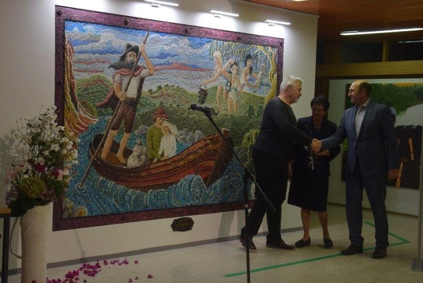 Joža Ocepek in Andrej Hostnik iz društva LILA na slavnostnem odkritju mozaika z županom občine Litija Francijem Rokavcem - 14. oktober 2019