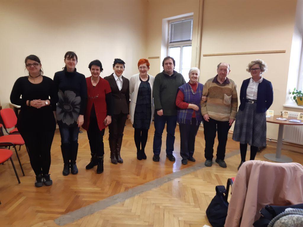 Člani Lila piše s predstavnicama muzeja in knjižnice na kulturni praznik v Mestnem muzeju Litija