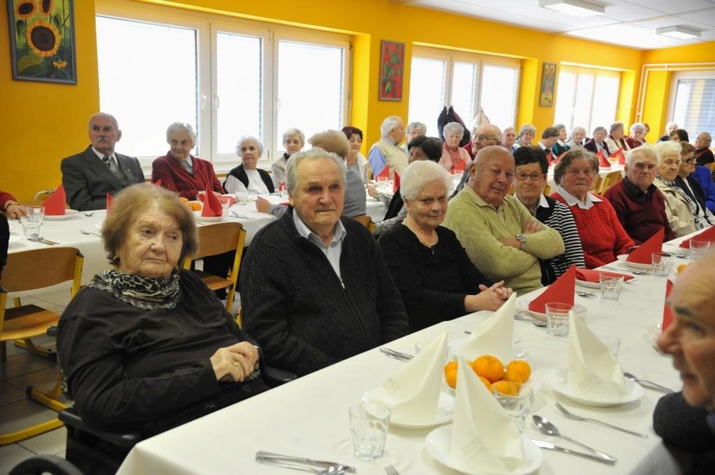 Srečanje starostnikov  Krajevne organizacije Rdečega križa Kotlje in Ravne