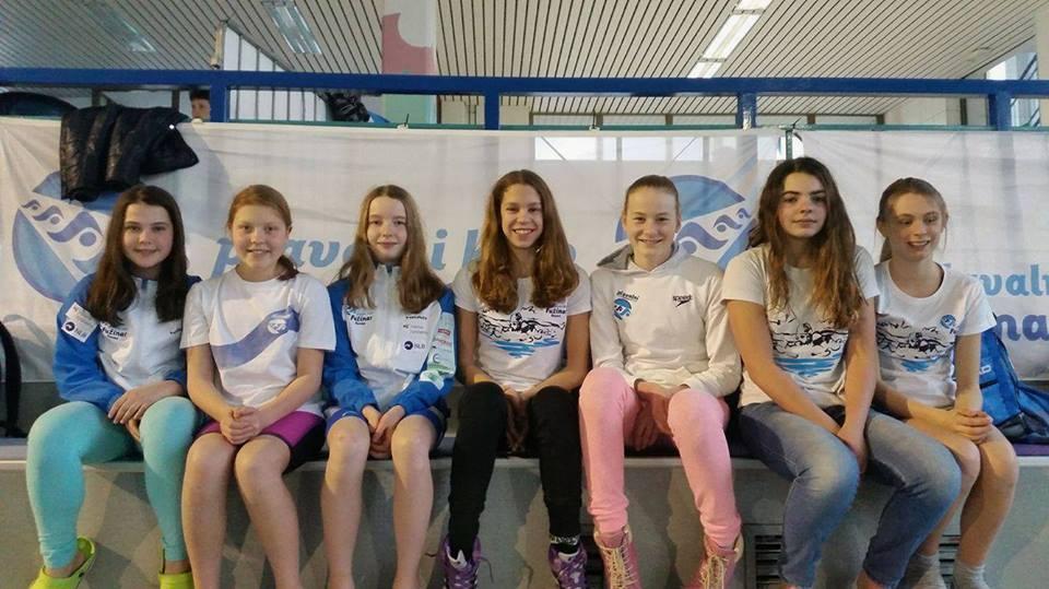 Deklice ekipne državne prvakinje v plavanju
