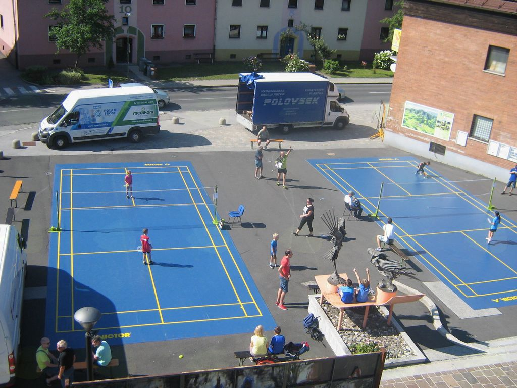 Badminton na prostem