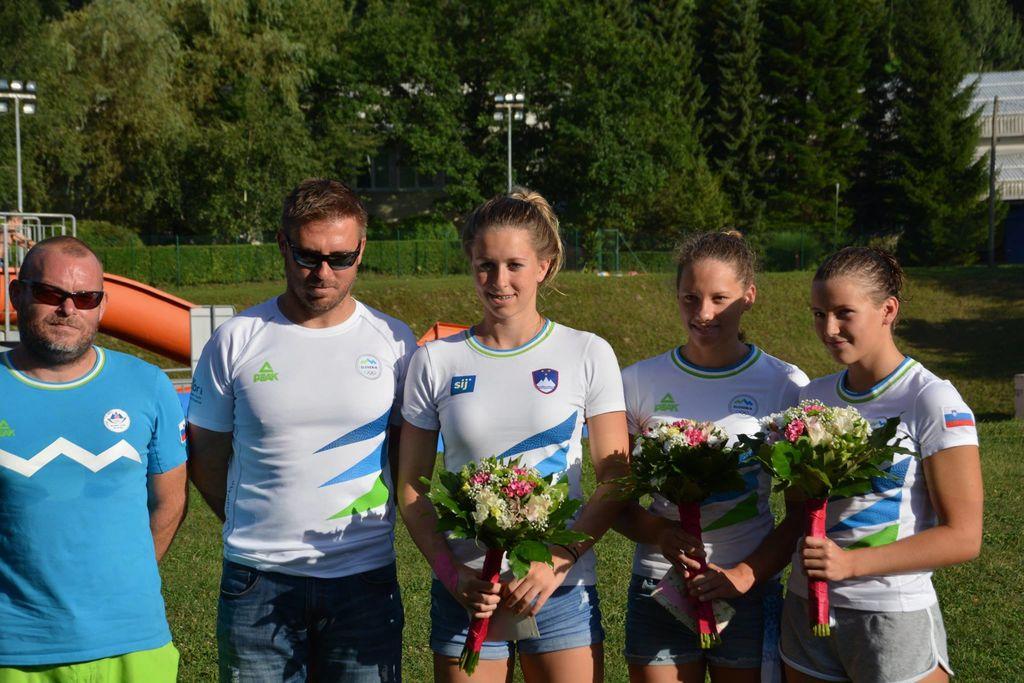 Sprejem plavalcev na Ravnah, ki so se vrnili  s svetovnega prvenstva v Budimpešti in mladinskega evropskega prvenstva