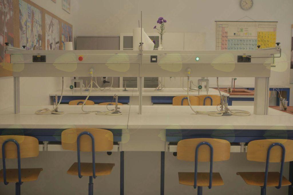 Otvoritev kemijskega laboratorija
