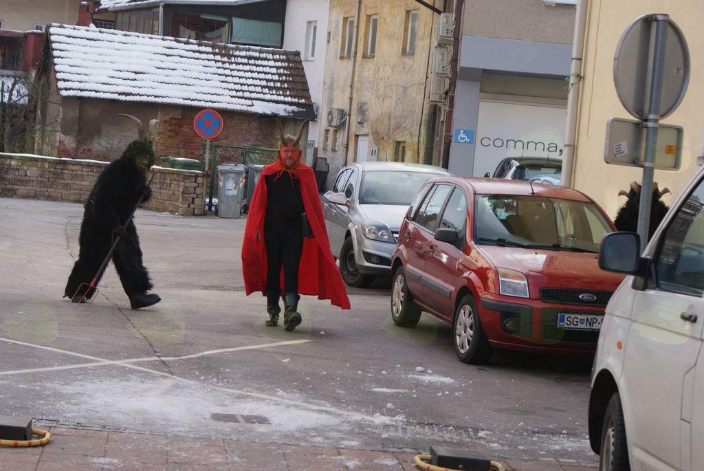Parkljevanje na Ravnah z adventno tržnico