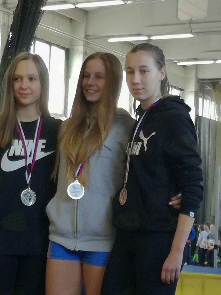 Zlata in bronasti medalji za sestri Navodnik