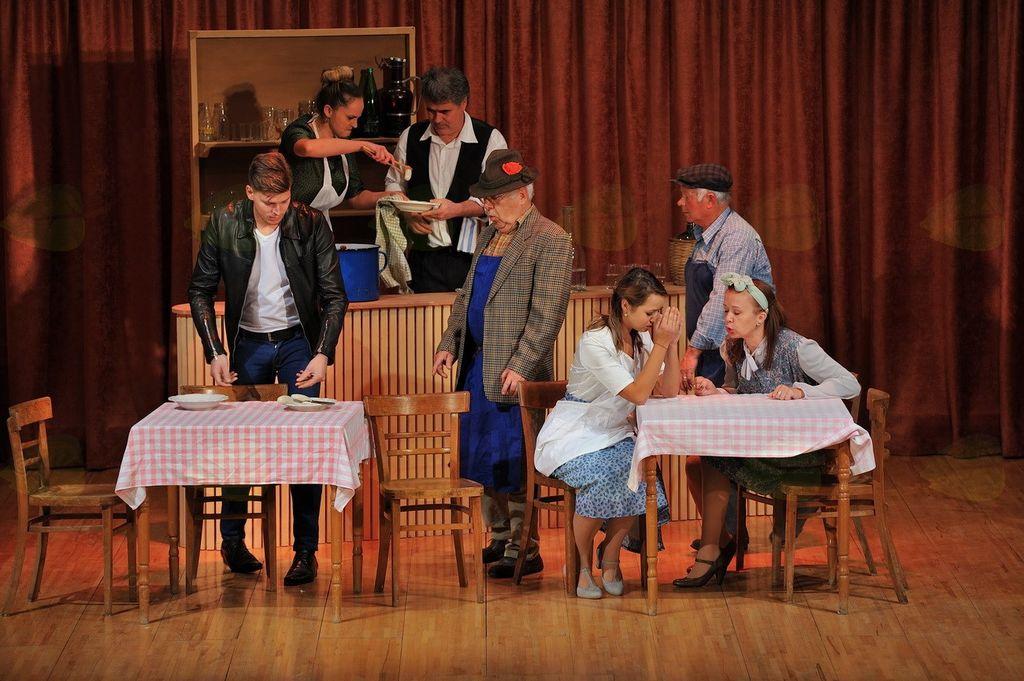 Gostovanje KUD Svečina v Litiji: gledališka predstava Življenje je vrtiljak