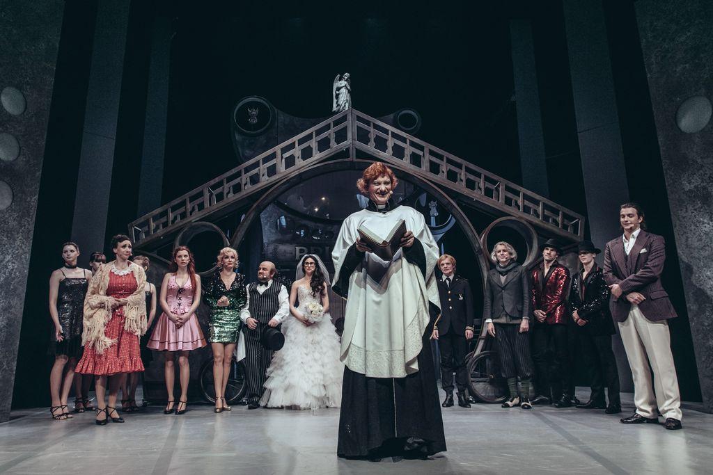 TRAČ - gledališki abonma in izven