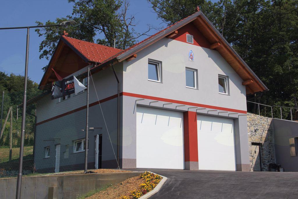 Gasilska parada z odprtjem novega gasilskega doma in gasilsko veselico