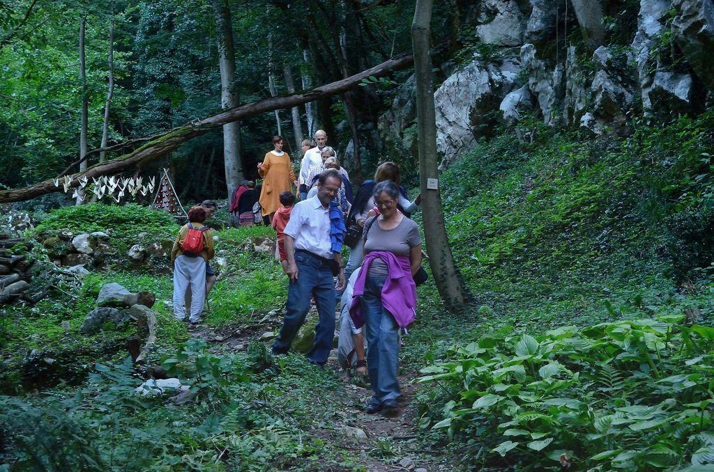 Tradicionalni sprehod. Foto: Primož Kožuh