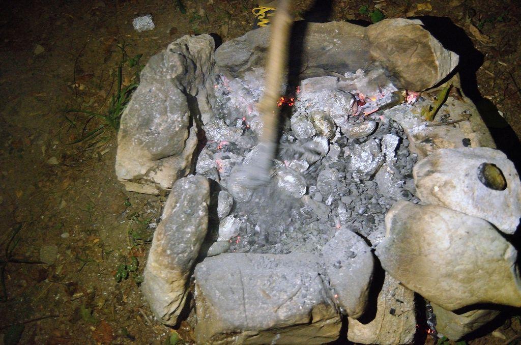 Krompir v žerjavici. Foto: Primož Kožuh