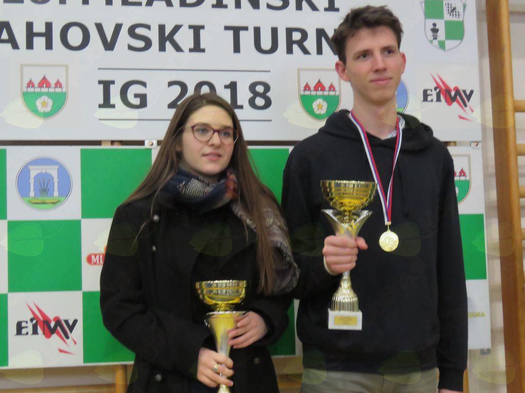 Zmagovalca mladinskega turnirja: Ivana Hreščak in Teo Tomulić