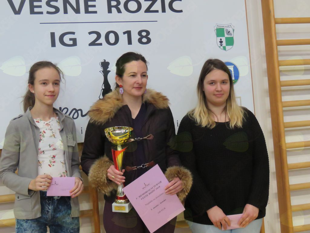 Zmagovalke memorialnega turnirja (z leve): Vesna Mihelič, Jana Krivec, Barbara Skuhala