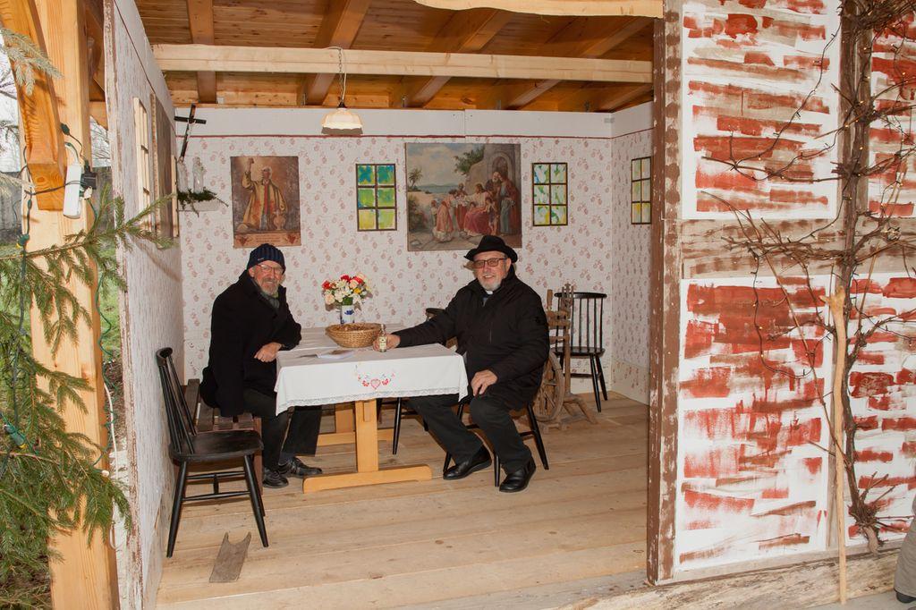 Franci Prek in župnik Alojz Golob. Foto: Marjana Ojsteršek